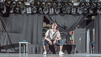 Fast ein halbes Jahr später sitzt der Krienser Singer-Songwriter Damian Lynn (29), auf der Bühne des Luzerner KonzertlokalsSchüür. Am Freitagabend steht er da mit seiner Band und kann endlich seinen Gig nachholen. (Bild: Pius Amrein (Luzern, 1. September 2020))