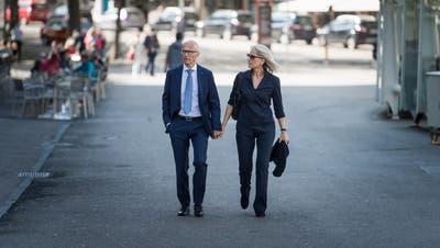 Bald mehr Zeit für Spaziergänge durch die St.Galler Altstadt: Der zurücktretende Stadtpräsident Thomas Scheitlin mit Gattin. (Bild: Michel Canonica)