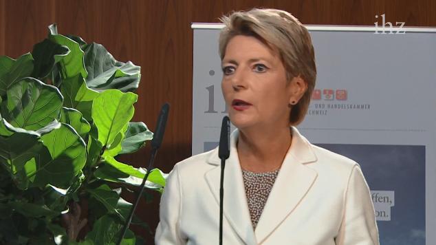 Bundesrätin Karin Keller-Sutter referiert am Zentralschweizer Wirtschaftsforum zur Schweiz von Morgen – jetzt im Livestream