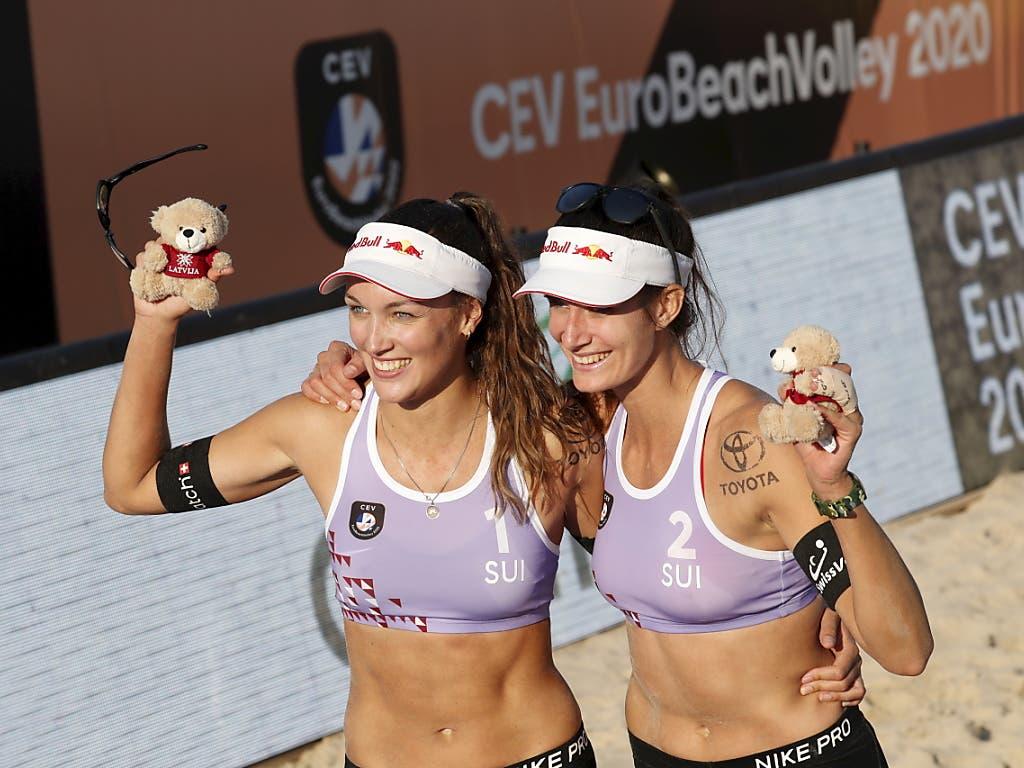 Anouk Vergé-Dépré (links) und Joana Heidrich freuen sich über ihren EM-Titel