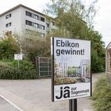 Abstimmungsplakat für den Bebauungsplan bei der Einfahrt zum Sagenmatt-Areal. (Bilder: Patrick Hürlimann (Ebikon,23. September 2020))