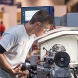 Polymechaniker wechseln nach dem Lehrabschluss häufig ihren Beruf. (Bild: Michael Zanghellini/Keystone)