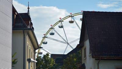 Das Riesenrad in Weinfelden steht bereit. Von Donnerstag bis Sonntag sind Fahrten möglich. (Bild: Mario Testa)