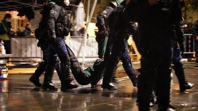 Über 100 Aktivisten vorübergehend in Polizeigewahrsam ++ Bundesplatz geräumt ++ Aktivisten haben sich zurückgezogen