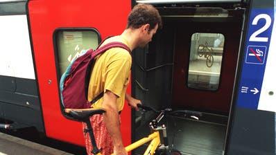 Wird immer beliebter: Das Velofahren mit dem Zug (Archivbild). (Keystone)