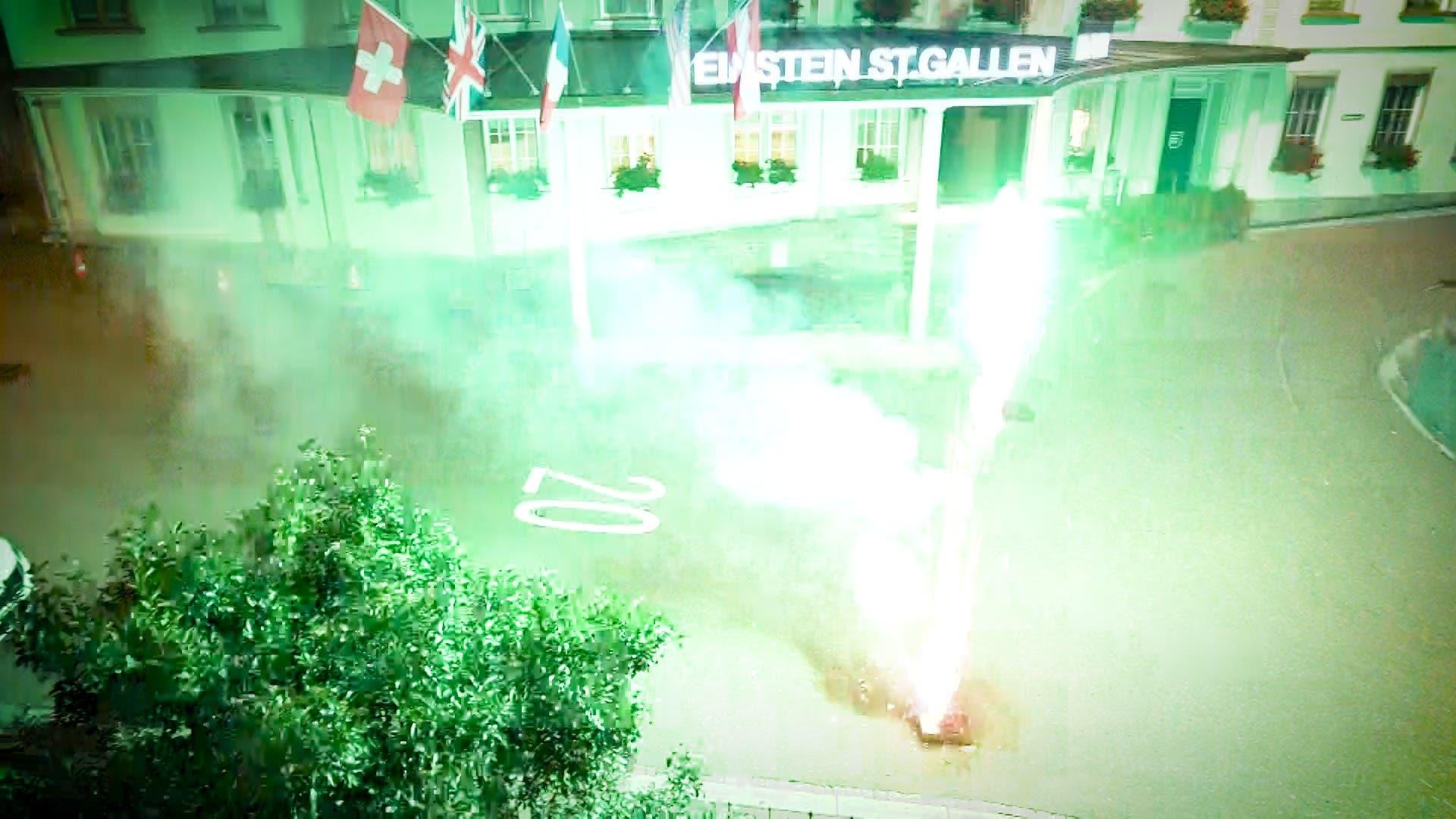 Nächtliches Feuerwerk vor dem Hotel Einstein in St.Gallen.