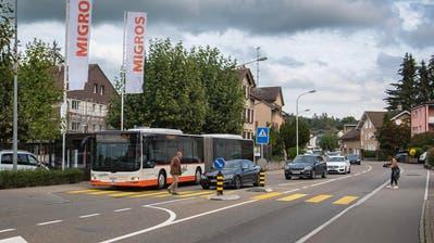 Damit keine gefährlichen Situationen mehr entstehen, soll der Bus künftig auf der St.Gallerstrasse statt in der Haltebucht anhalten. (Michel Canonica (24. September 2020))