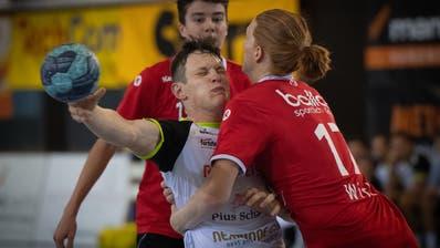 Der Gossauer Benjamin Zehnder (in weiss) im Spiel gegen die Yellow/Pfadi Espoirs. (Benjamin Manser)