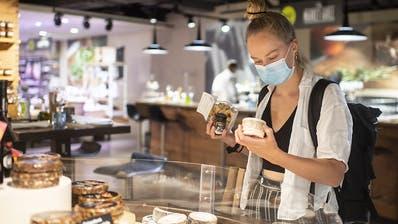 Im Kanton Zürich gilt weiterhin Maskenpflicht beim Einkaufen