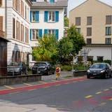 Einer der heiklen Stellen: Entlang derAmlehnstrasse fehlt ein echtes Trottoir. (Bild: Nadia Schärli (Kriens, 22. September 2020))