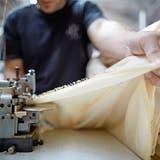Swiss Textiles will die gesamte Wertschöpfungskette durchleuchten und nachhaltiger gestalten. (Bild: Gaëtan Bally/Keystone)