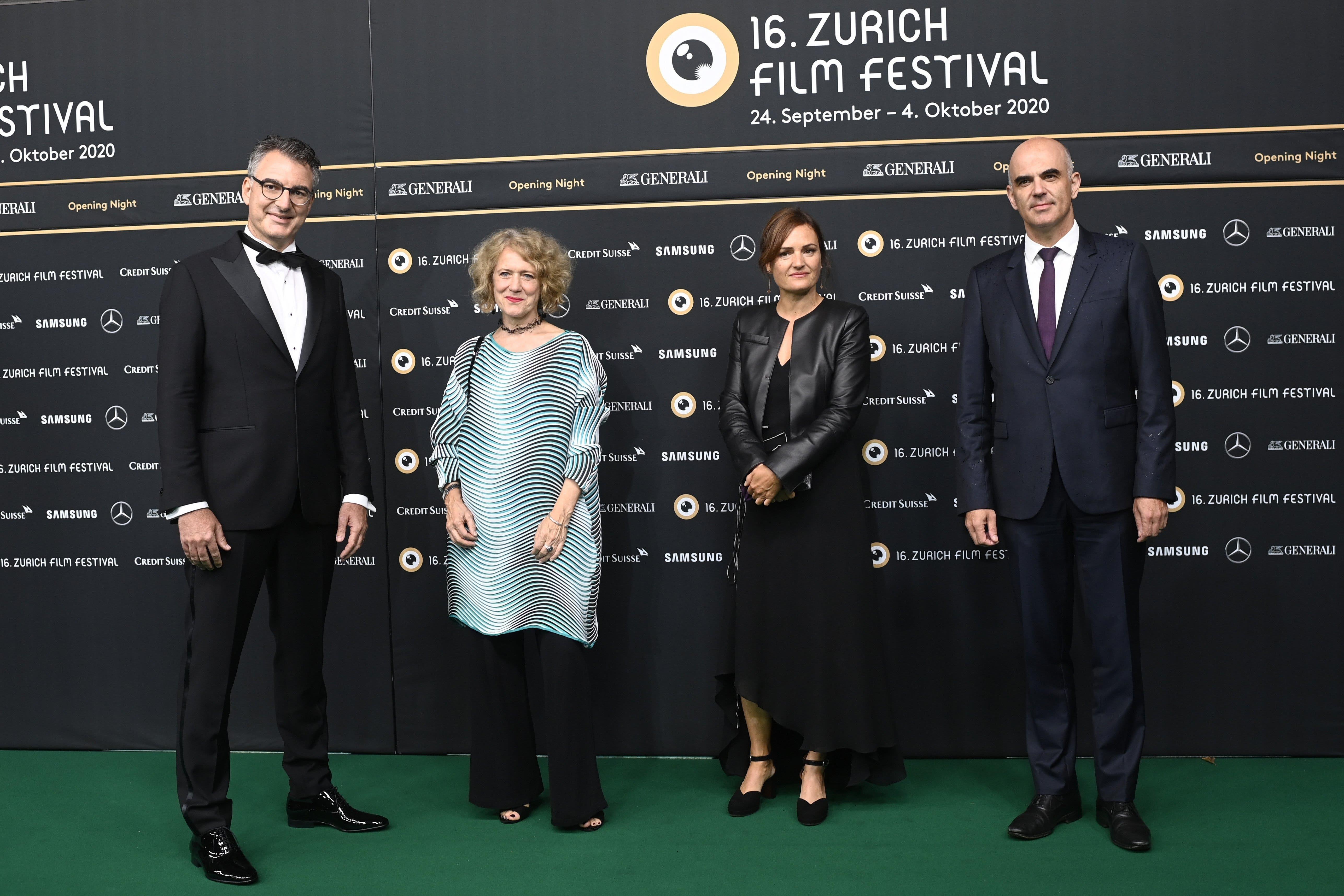 ZFF-Direktor Christian Jungen mit der Zürcher Stadtpräsidentin Corine Mauch, der Schweizer Filmregisseurin Bettina Oberli und mit Bundesrat Alain Berset. (v.l.n.r.)