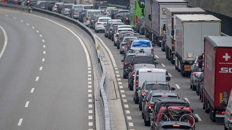 Geduldsprobe für Autofahrer – Stau vor dem Gotthardtunnel