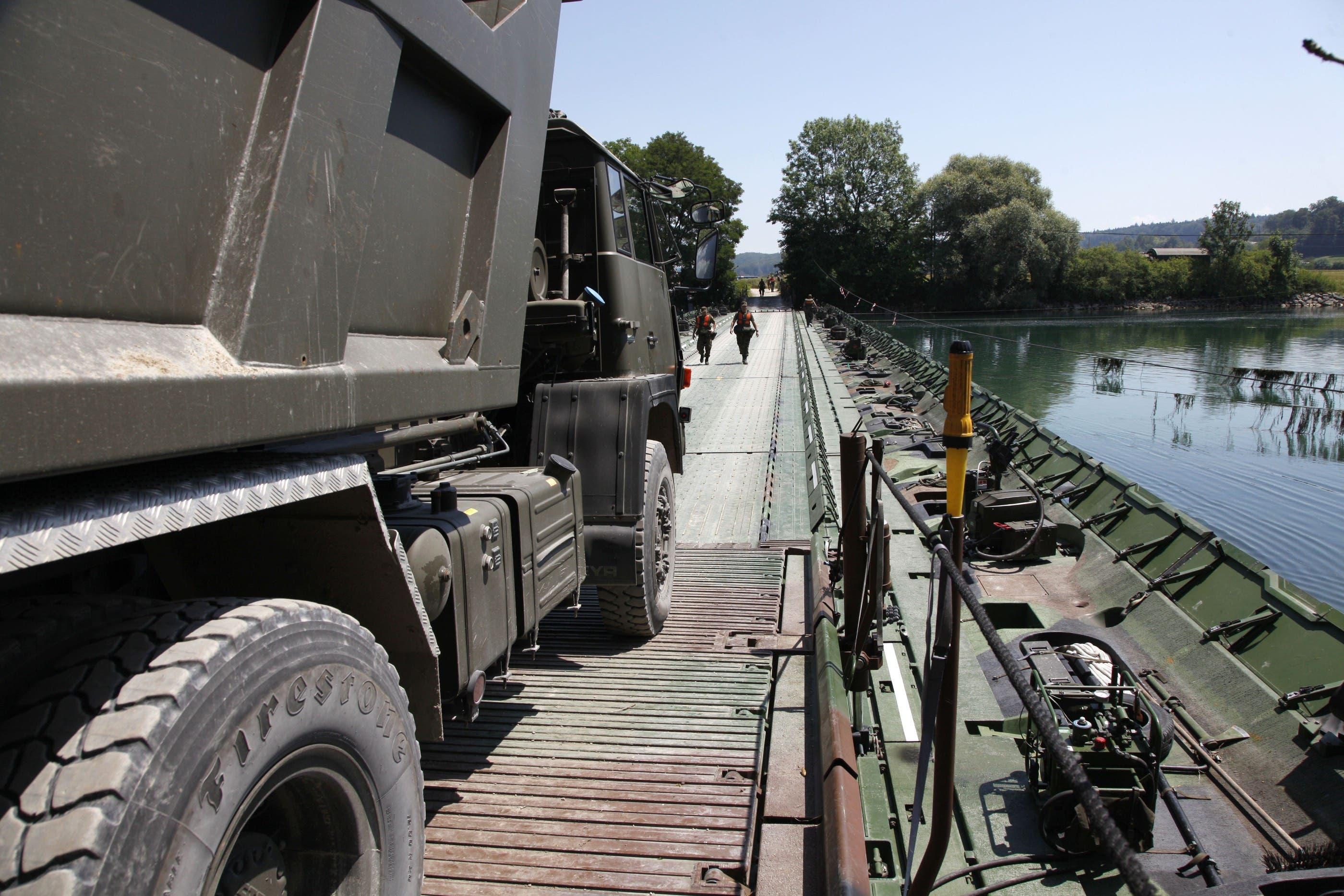 Dank der Brücke konnten auf dem Inseli Infrastrukturarbeiten ausgeführt werden. (Fotos: Hanspeter Bärtschi)