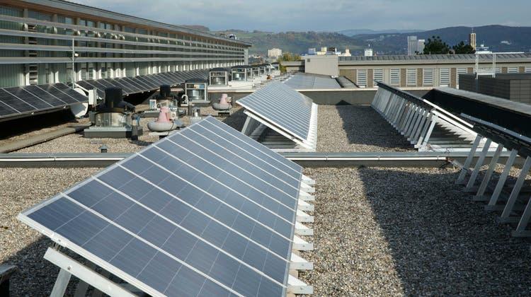 Elektra Birseck rüstet Gymnasium mit Solarstrom aus