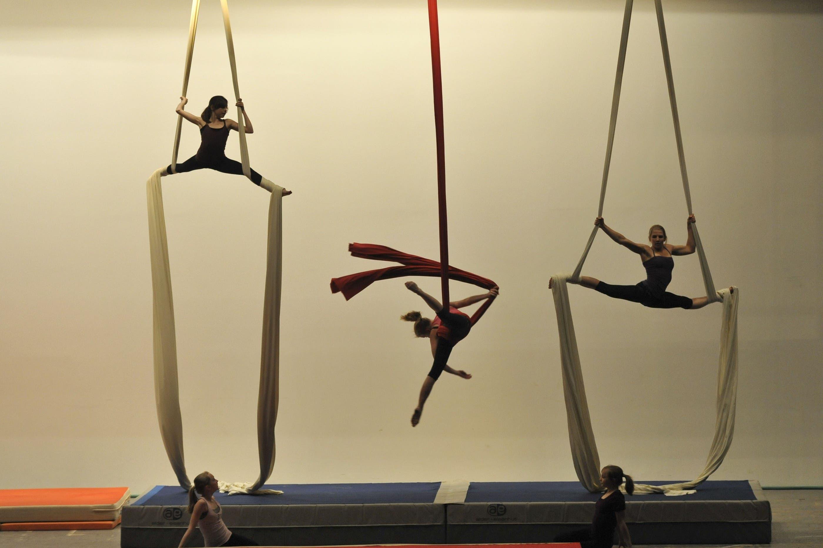 Die Kunstturnerinnen des BTV bis 16 Jahre zeigen Akrobatisches