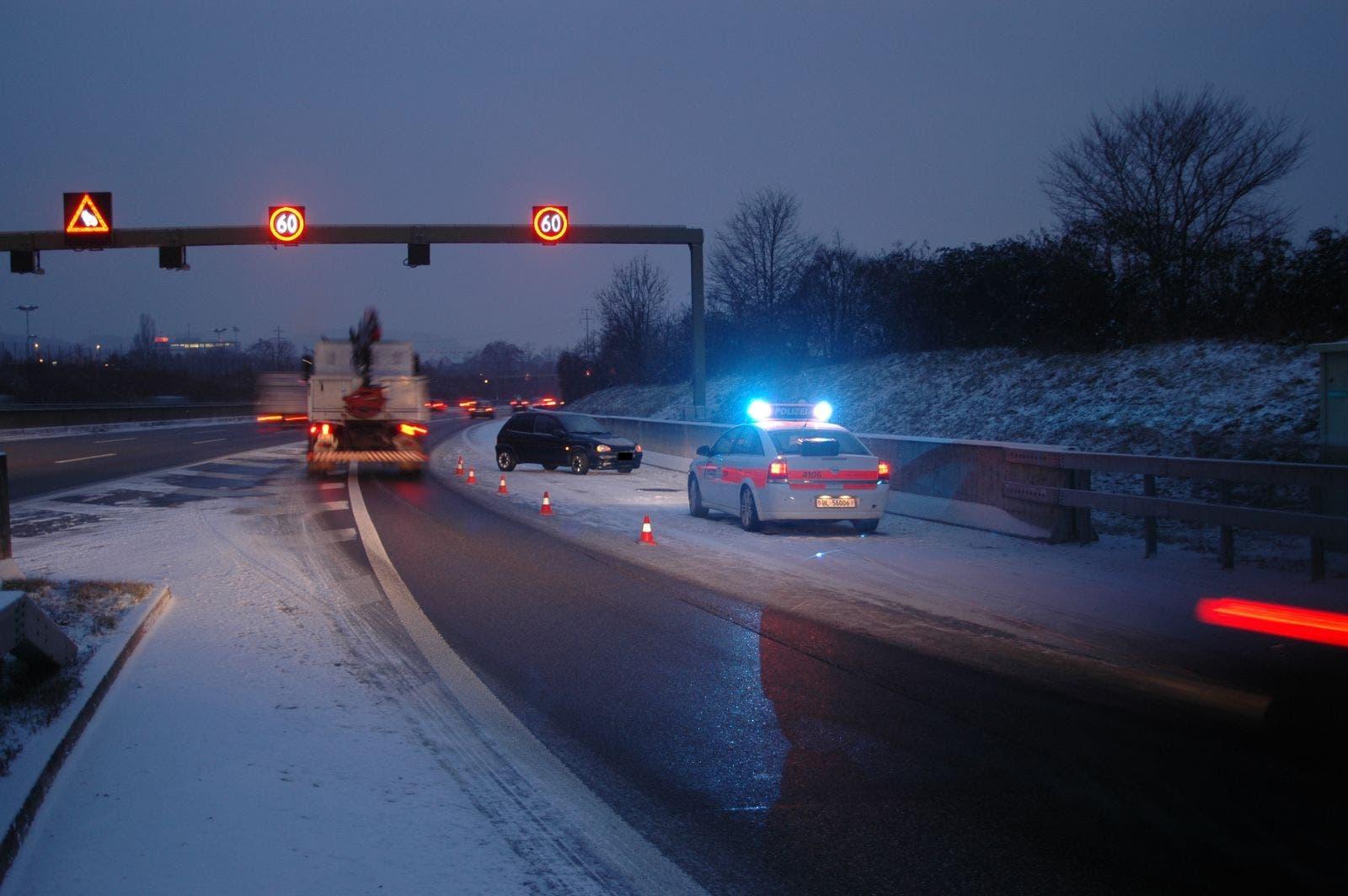 Die Polizei Basel-Landschaft musste am Dienstag zwischen 6 und 9 Uhr zu 20 Verkehrsunfällen ausrücken.