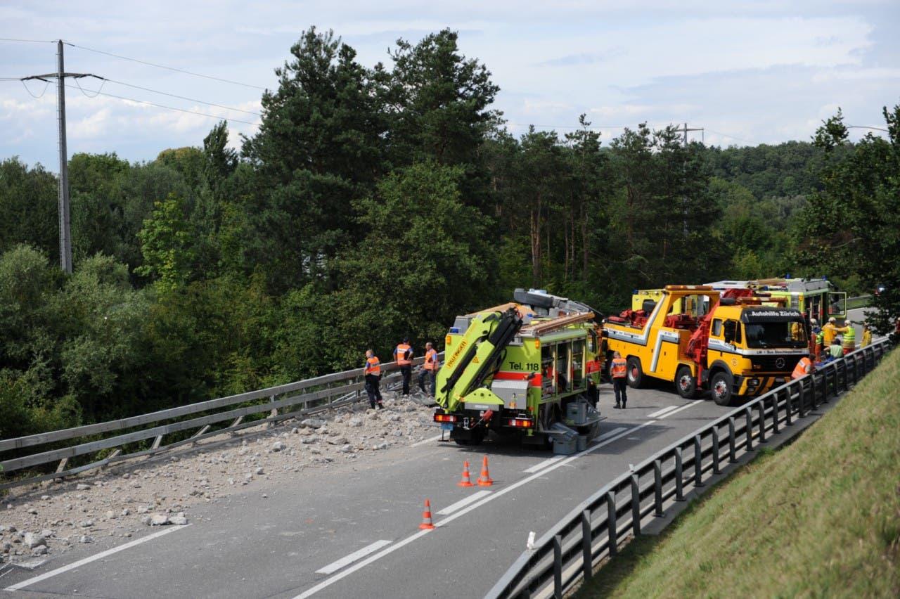 Auf der A15 ist ein Lastwagen umgekippt