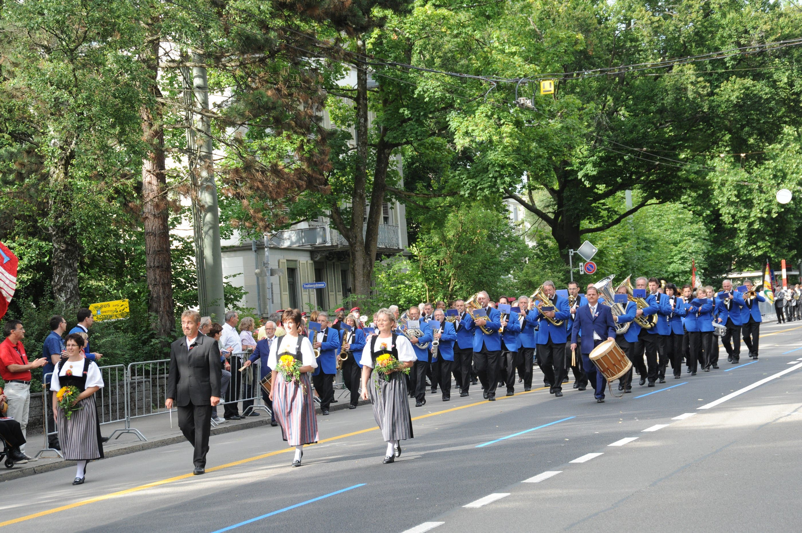 Die Harmonie Gerlafingen auf der Marschstrecke
