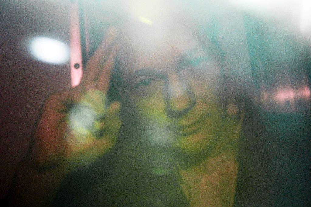 Assange darf das Gefängnis verlassen