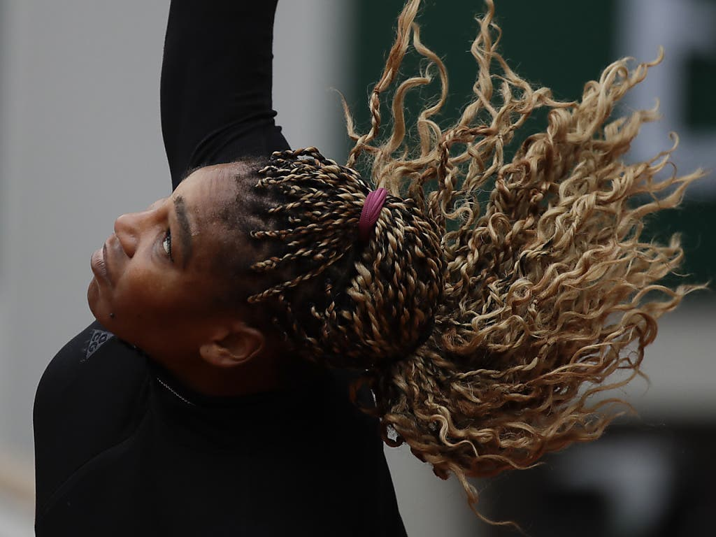 Serena Williams schlägt gegen ihre Landsfrau Kristie Ahn auf - und gewinnt nach Anlaufschwierigkeiten klar