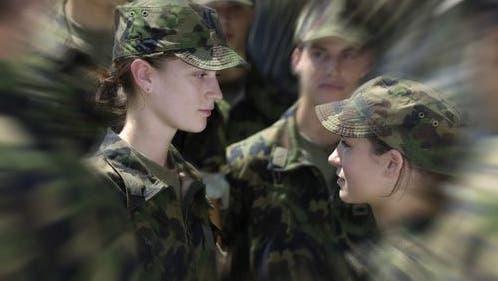 Junge CVP fordert: Alle Frauen sollen ins Militär