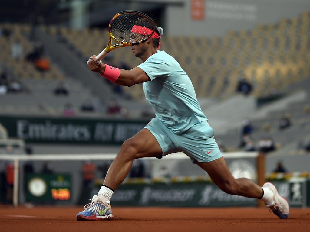 Rafael Nadal streckt sich gegen den Weissrussen Jegor Gerassimow erfolgreich