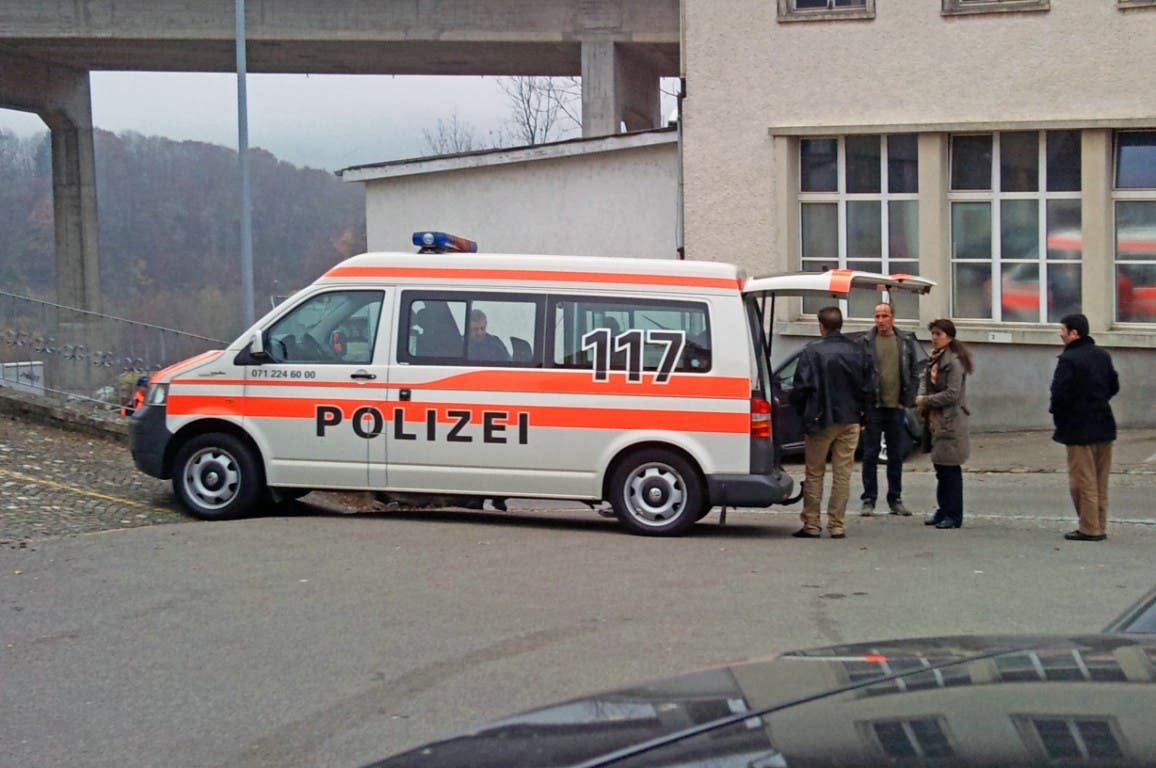 Die Polizei hat Hinweise, dass der getrennt lebenden Ehemann seine Frau absichtlich überfahren hat.