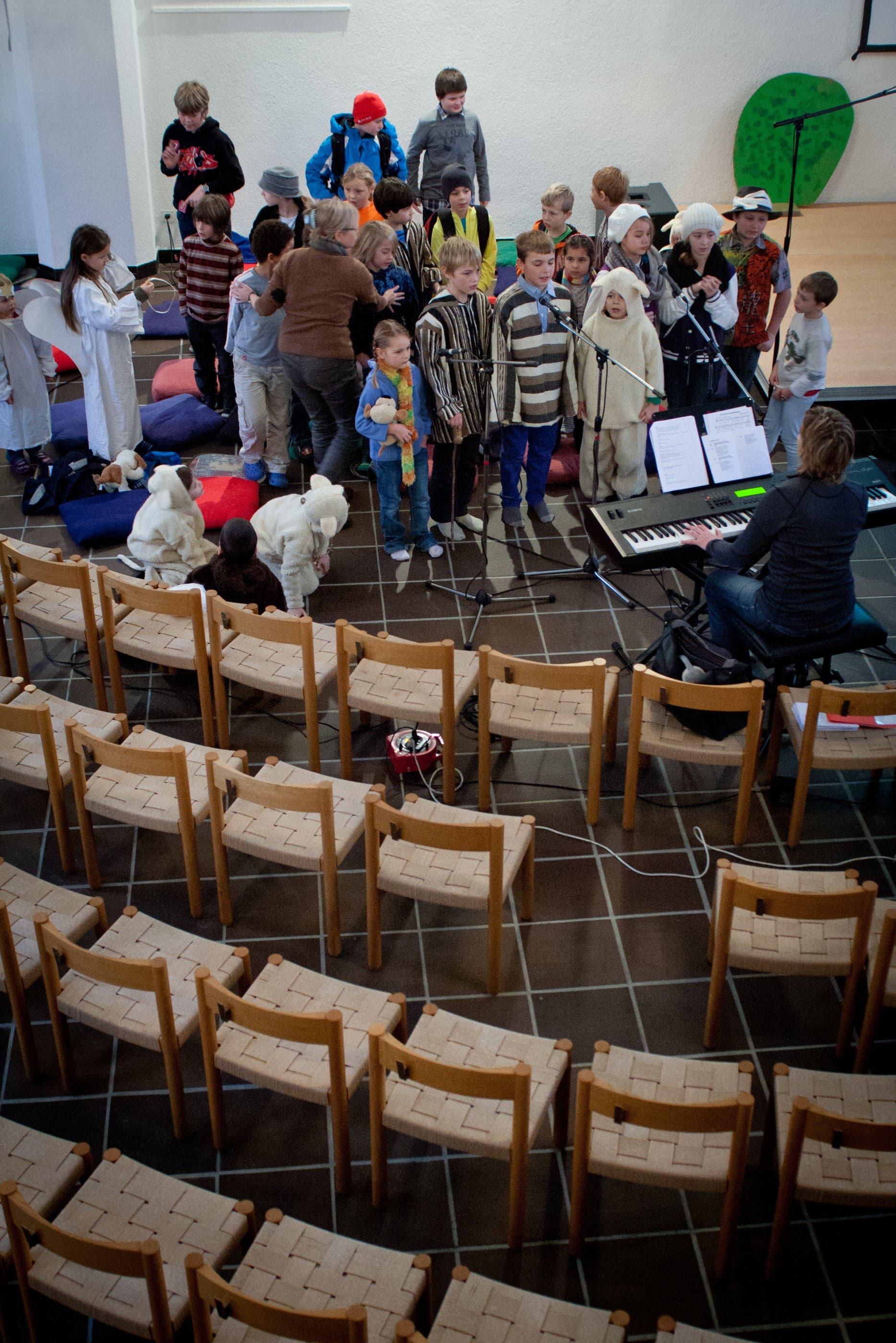Immer wieder singen die Kinder auch im Chor