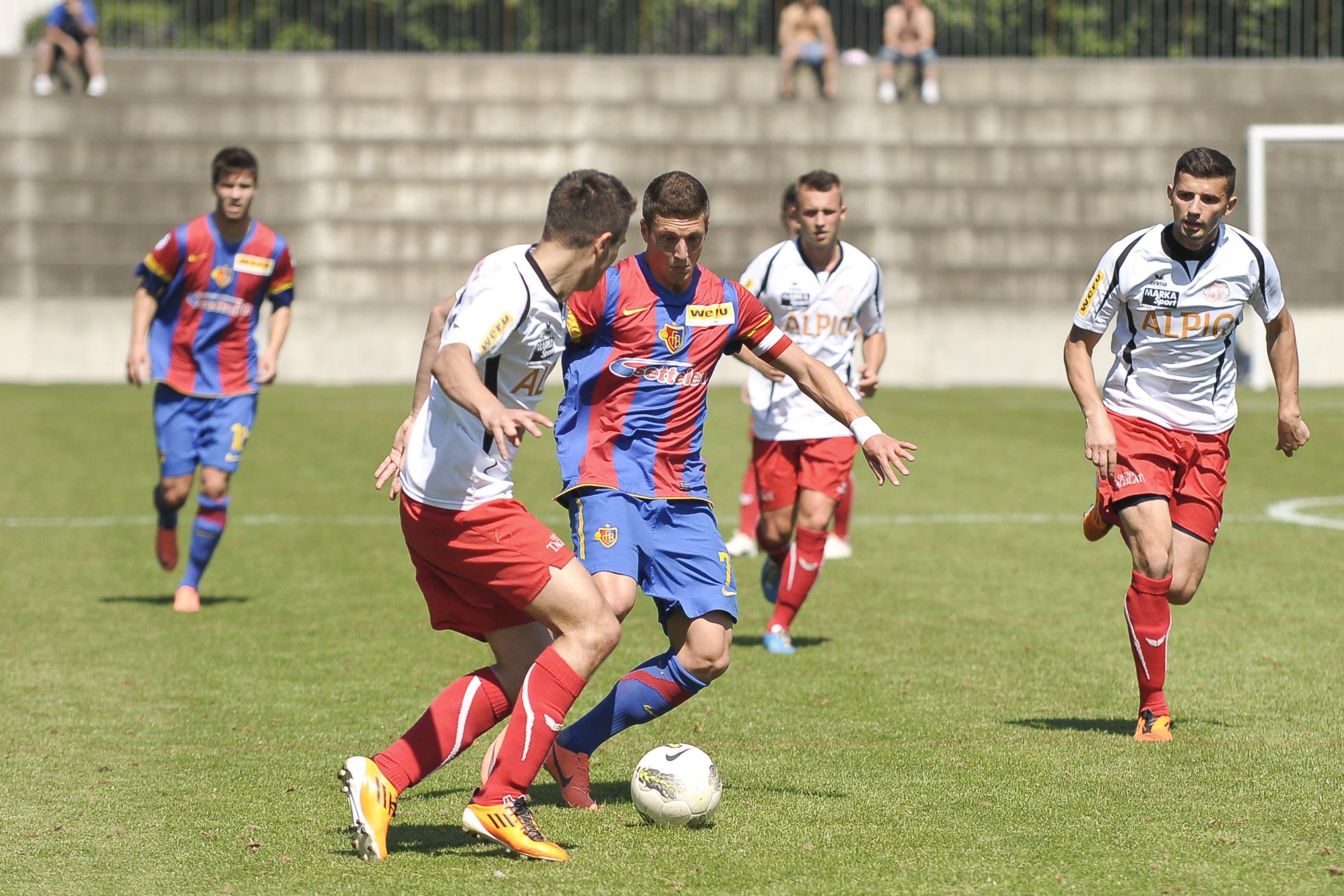 Basels Simon Grether gegen Nedim Keranovic
