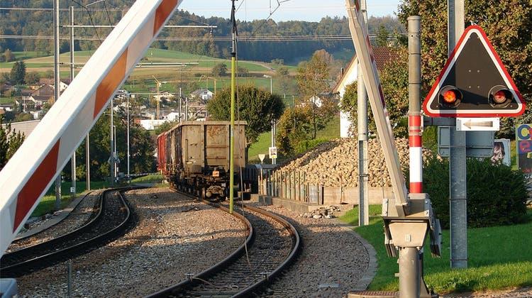 Statt den Güterzügen fahren bald 1500 Lastwagen durchs Tal