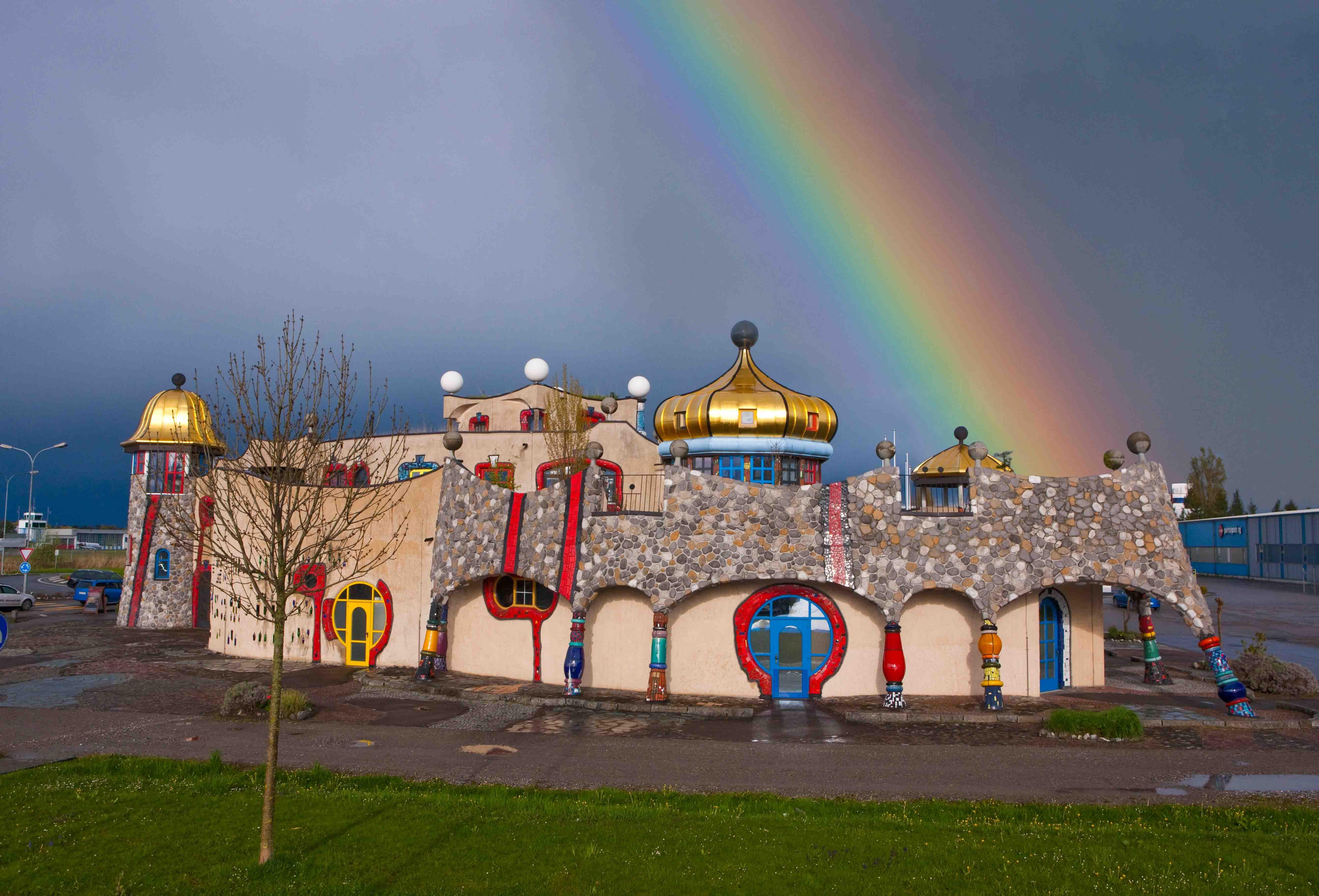 Die Martkhalle in Altenrhein, gestaltet von Hundertwasser.