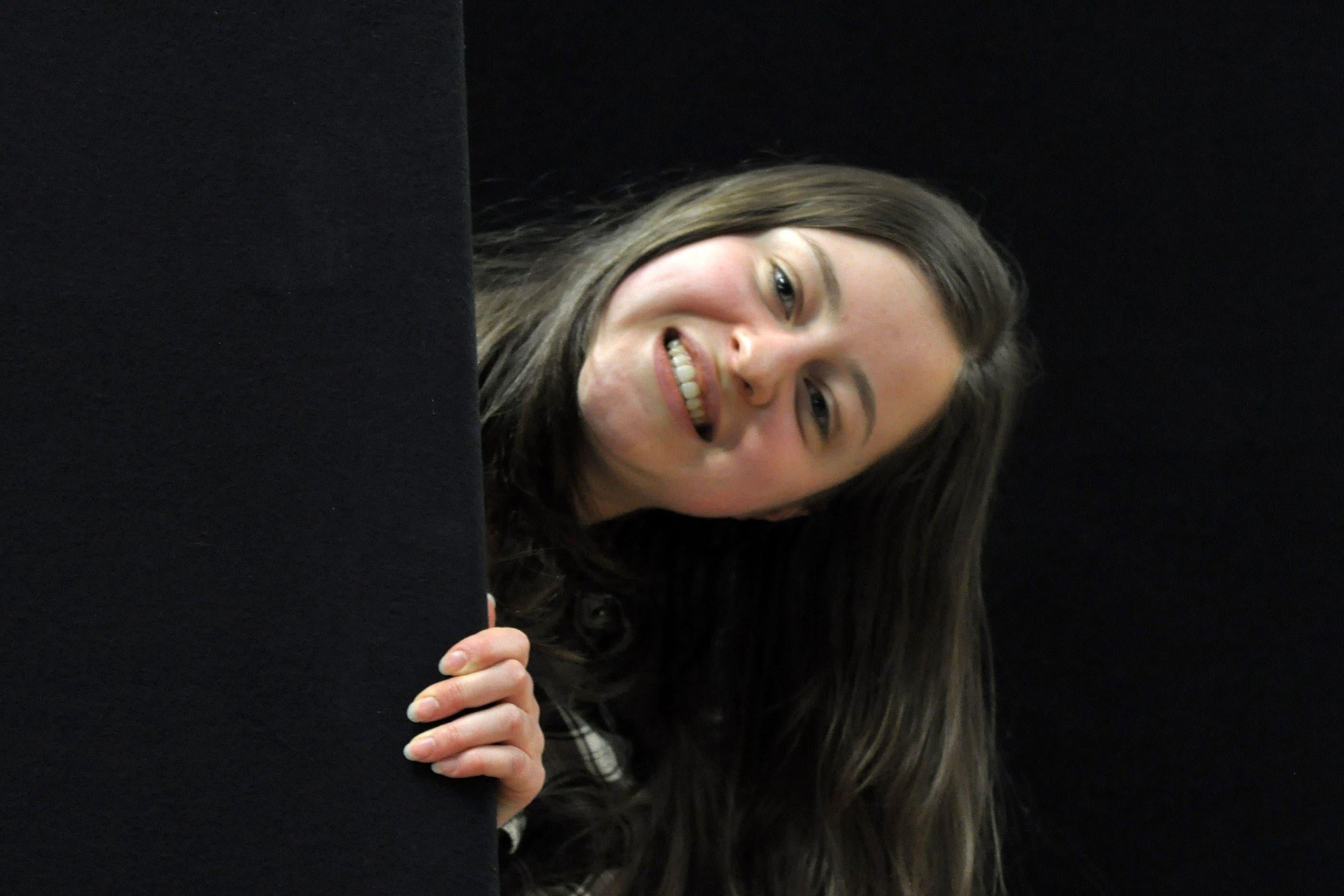 Carol Käli (18) spielt den Erdgeist, den Dichter und die Hexe «Theaterspielen macht mir im Allgemeinen sehr Spass. Am Faust reizt mich vor allem das Übernatürliche, das Absurde, das mit der irdischen Welt zusammenspielt. Diese Übernatürliche gut umzusetzen ist unsere grösster Herausforderung.»