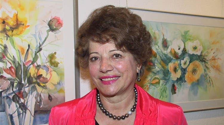 Adele Heris «Rote Rosen» zieren das Gemeindehaus