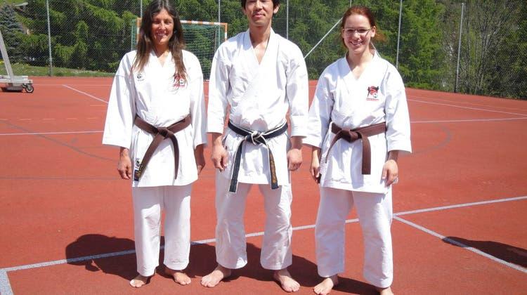 Schwarzgurte für Karate Do Brugg
