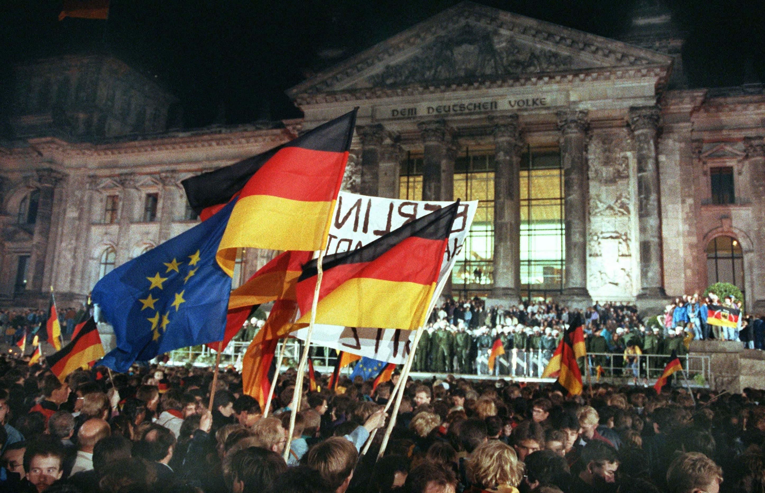 Um Mitternacht war der Beitritt der DDR zum Geltungsbereich des Grundgesetzes der Bundesrepublik Deutschland wirksam geworden.