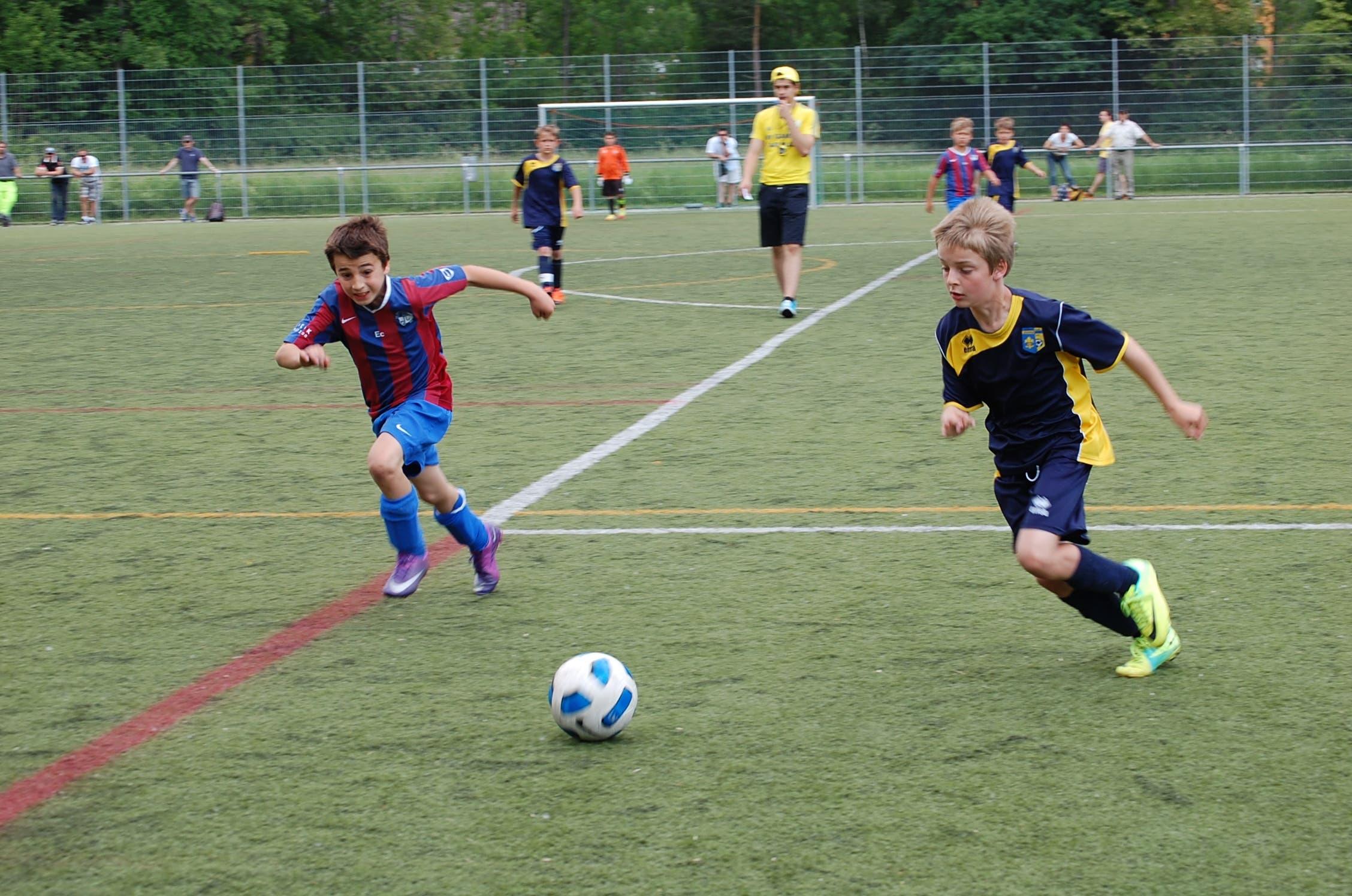 Schlierens E1-Junioren (in Dunkelblau) gegen Engstringen
