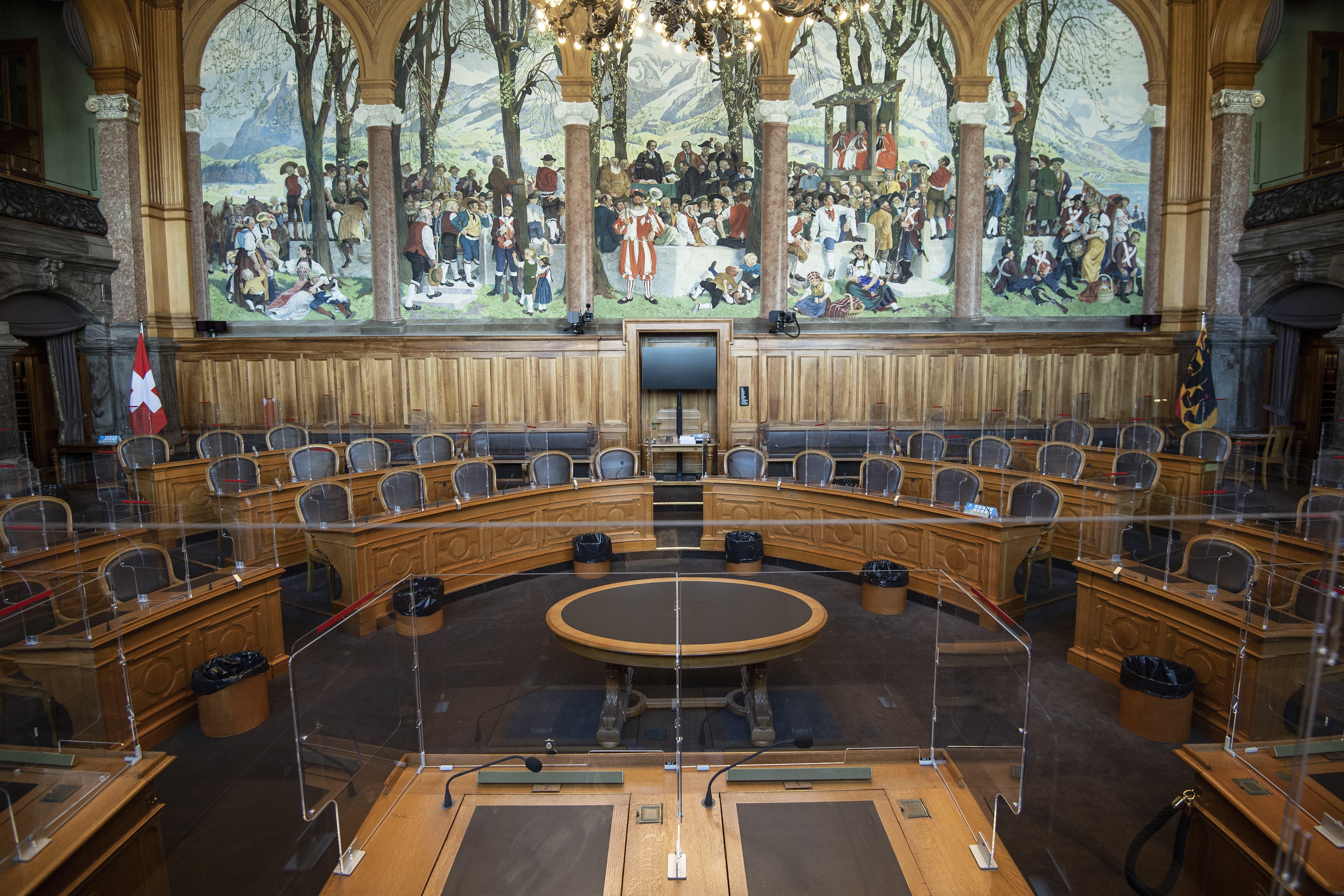 Sicht auf die Plexiglaswände im Ständeratssaal.