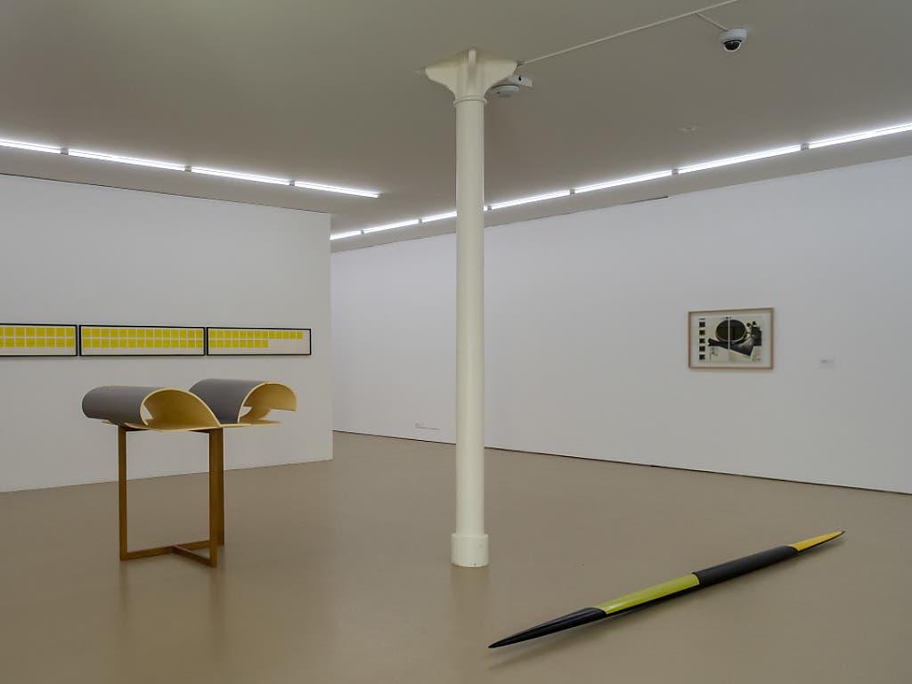 Minimalistische Formen prägen das Frühwerk der deutschen Künstlerin Isa Genzken, das im Haus zur Gegenwart des Kunstmuseums Basel zu sehen ist.