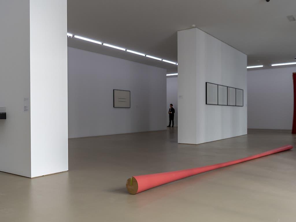 «Feuervogel» (1981), eines der Hyperboloiden von Isa Genzkens Frühwerken in der Ausstellung im Haus zur Gegenwart des Kunstmuseums Basel.