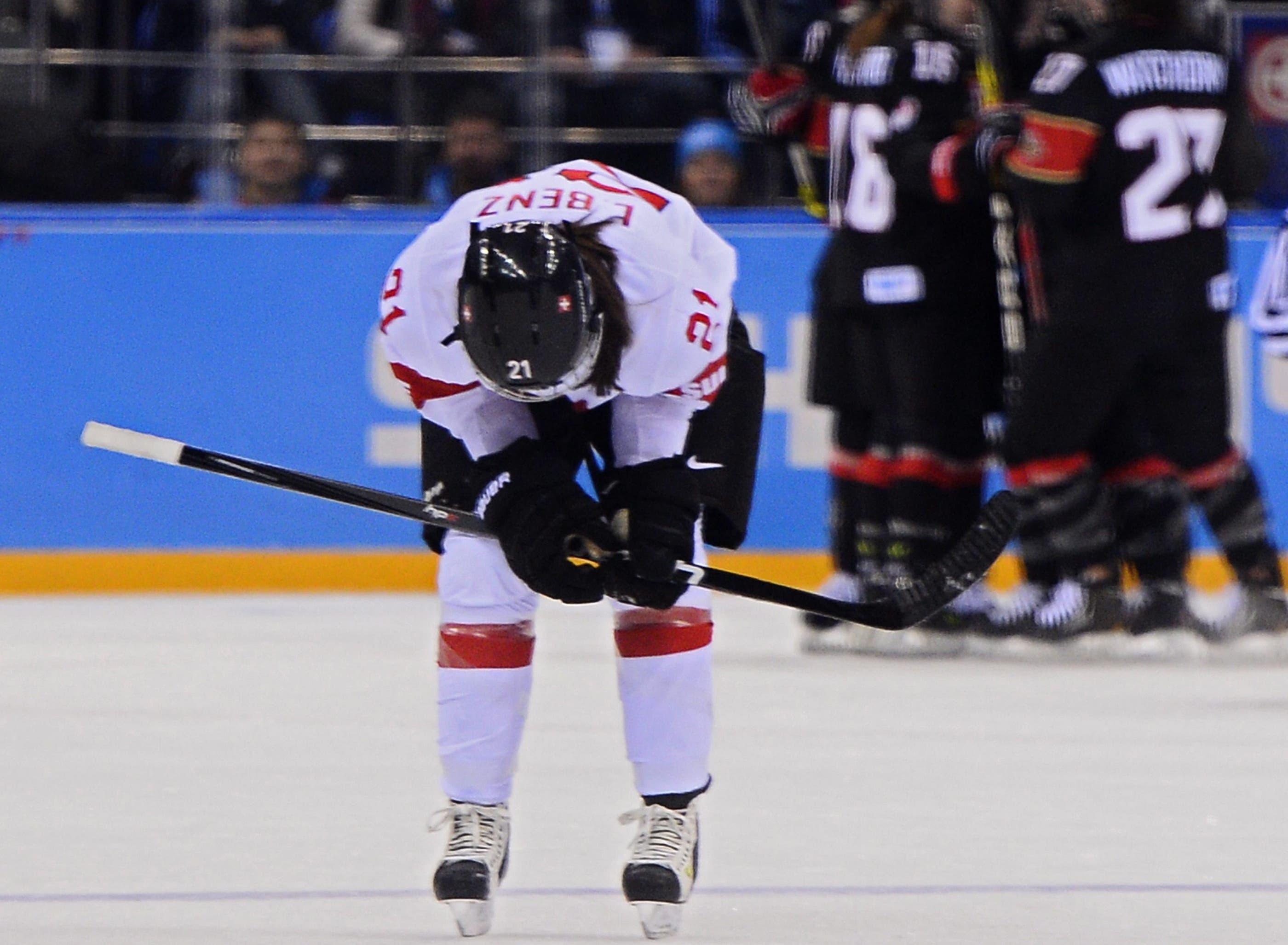 Die Schweizer Eishockeyanerinnen verlieren in Sotschi gegen Kanada klar mit 0:5