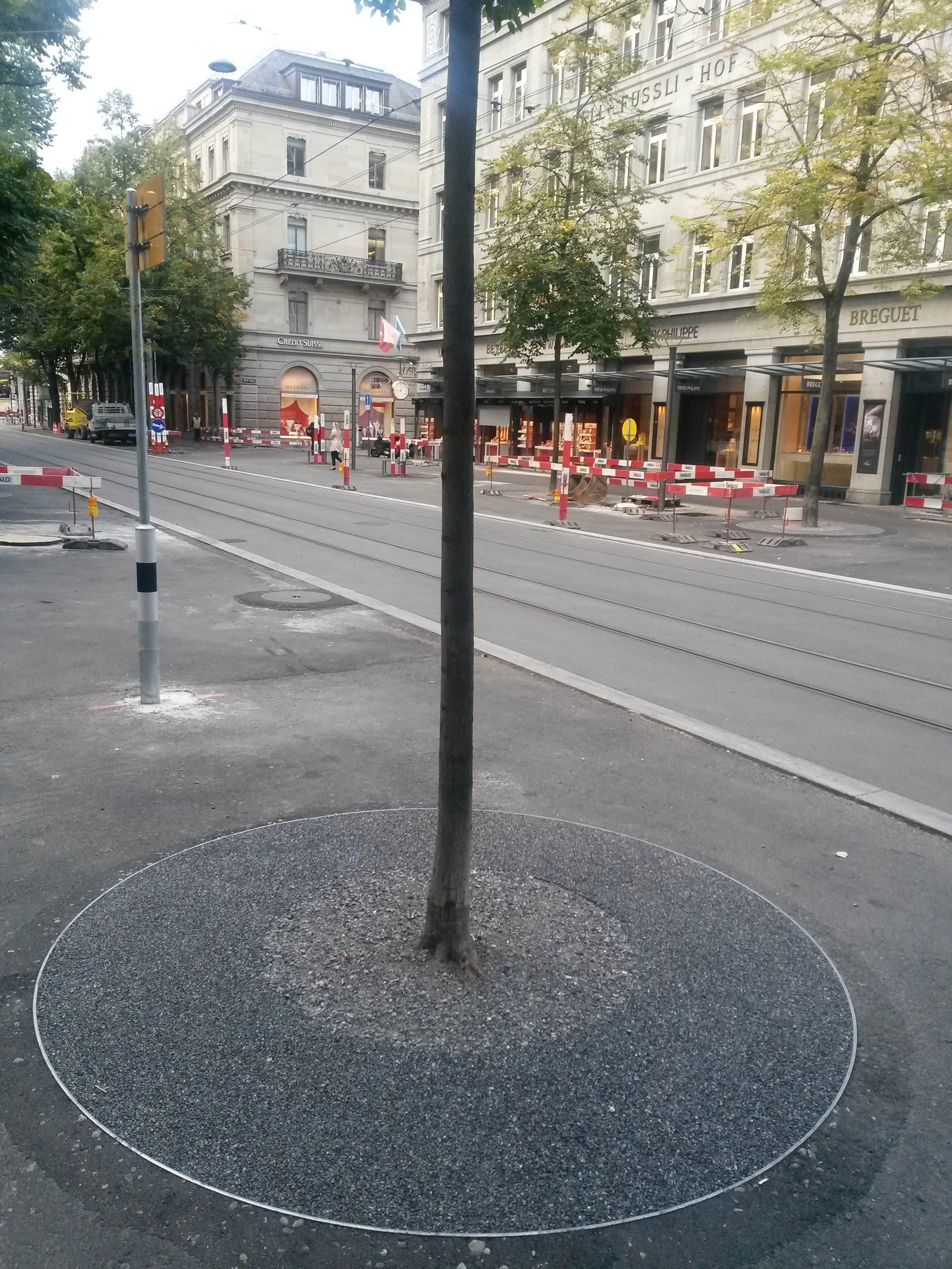 Neue Baumscheiben an der Zürcher Bahnhofstrasse.