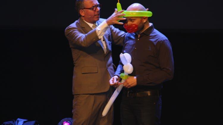 Künstler überzeugen mit ihren Tricks und Witzen das Publikum