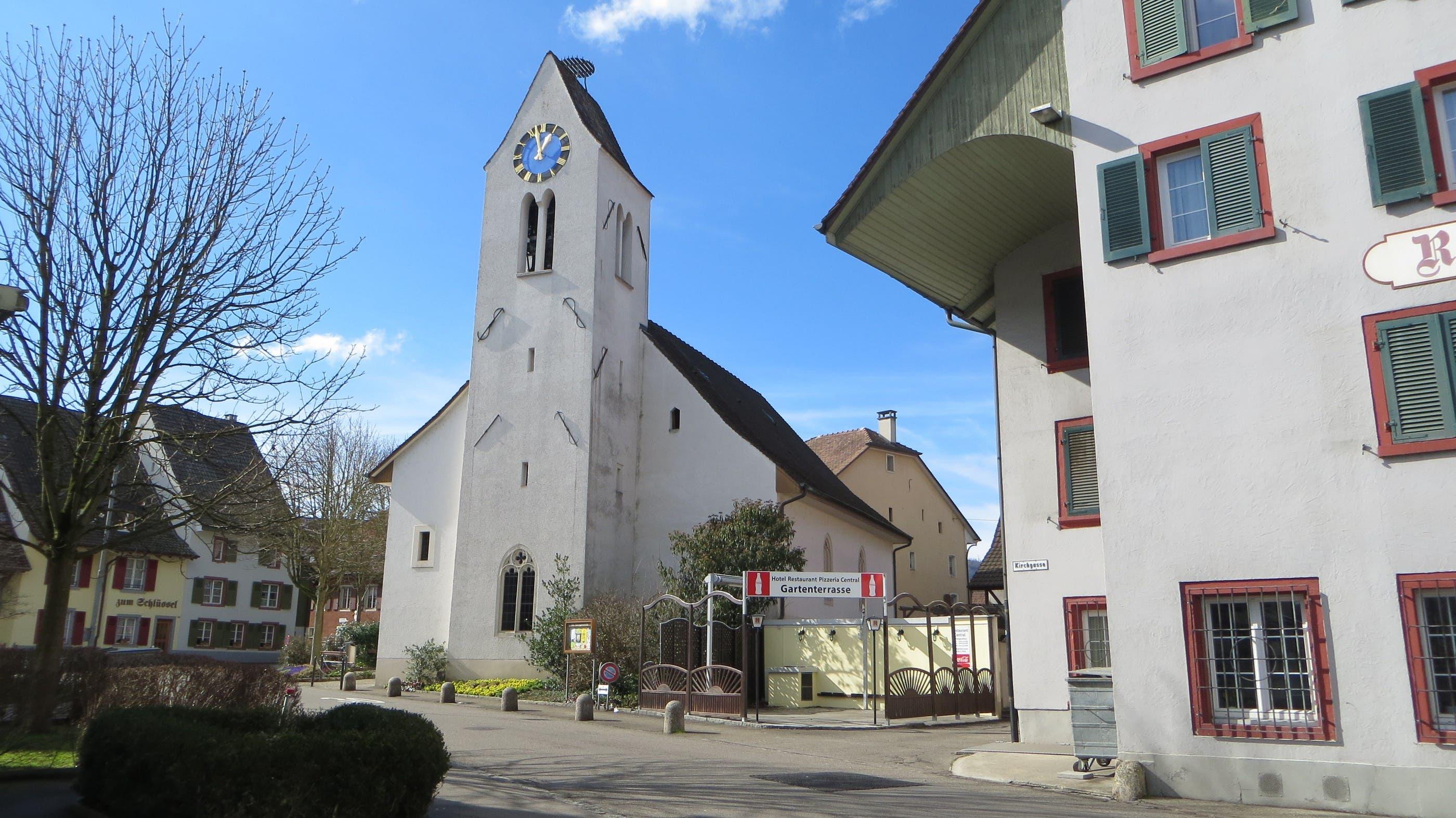 IMG_0478.JPG Ja, so ist der TURM von der reformierten Kirche in Frenkendorf. Und hie und da hat es auch Störche auf dem Dach.