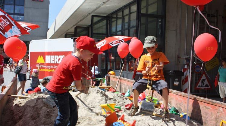 Sand, Kies, Bagger und eine eigene Fluggesellschaft fürs 100-Jahr-Jubiläum