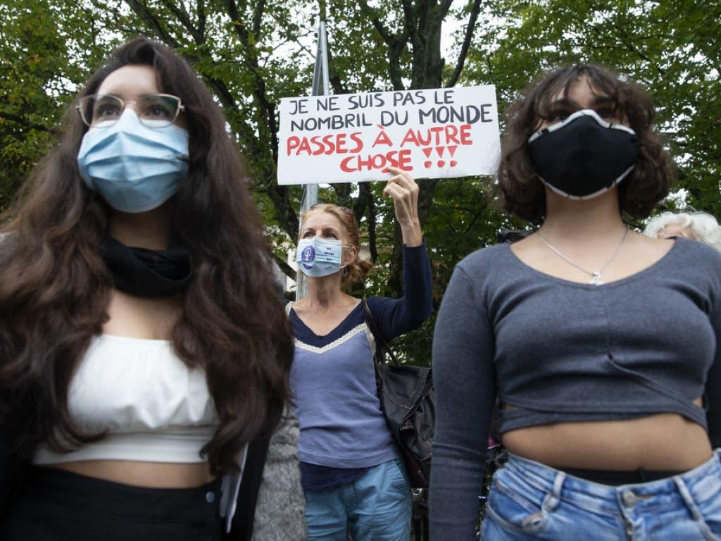 Die Bekleidungsvorschriften sorgen für grossen Unmut bei einigen Genfer Schülerinnen und Schülern.