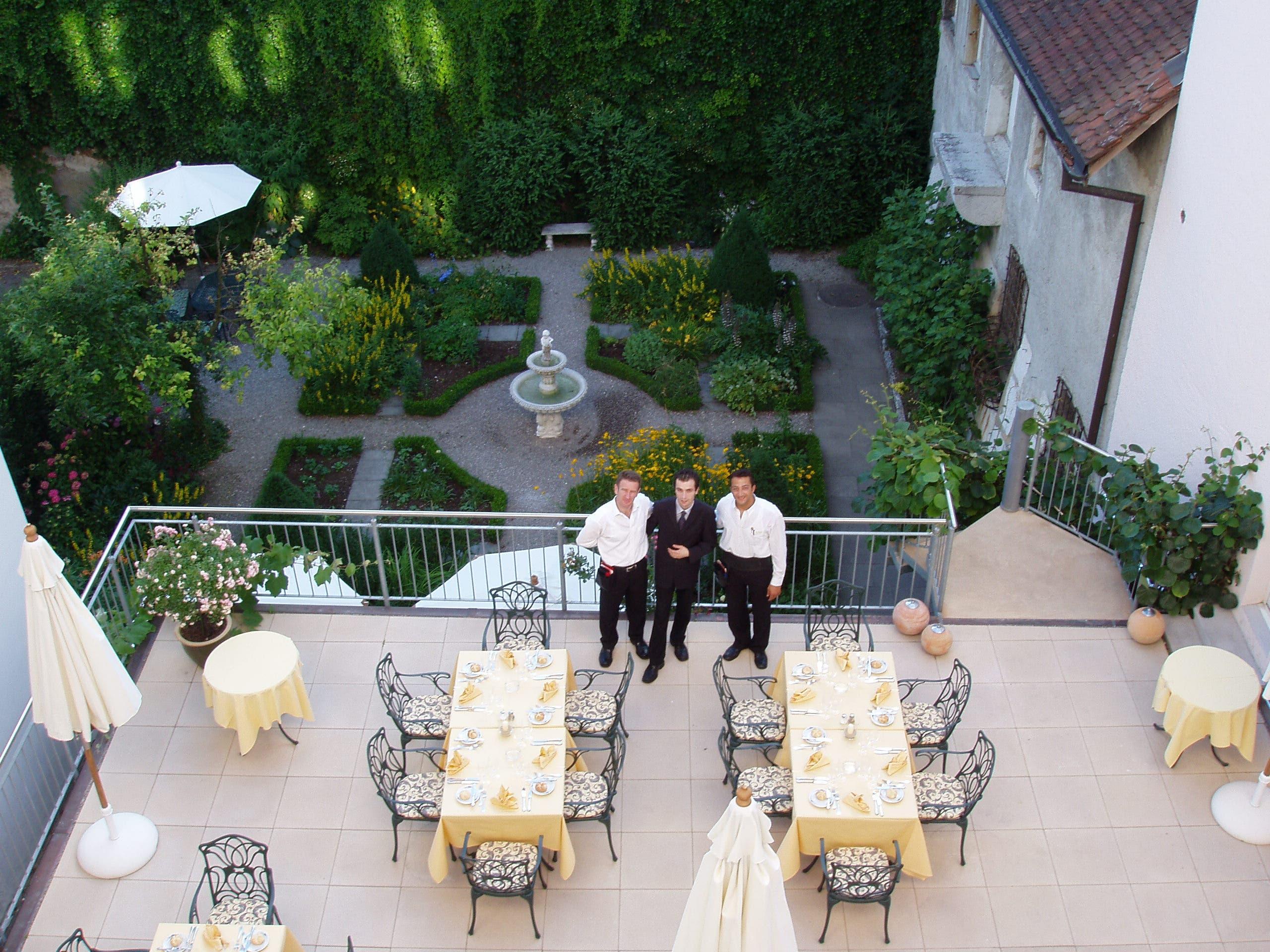 Die Terrasse soll bleiben, der Hof ein Parkplatz werden
