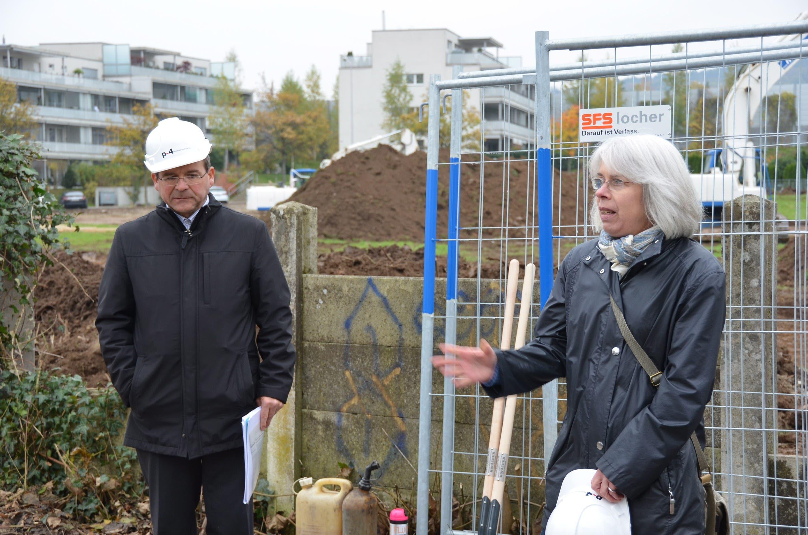 Lisbeth Weibel ist mit ihrem Bruder Grundeigentümerin des Grundstücks. Hier neben dem Präsidenten der Bep, Kurt Altenburger.
