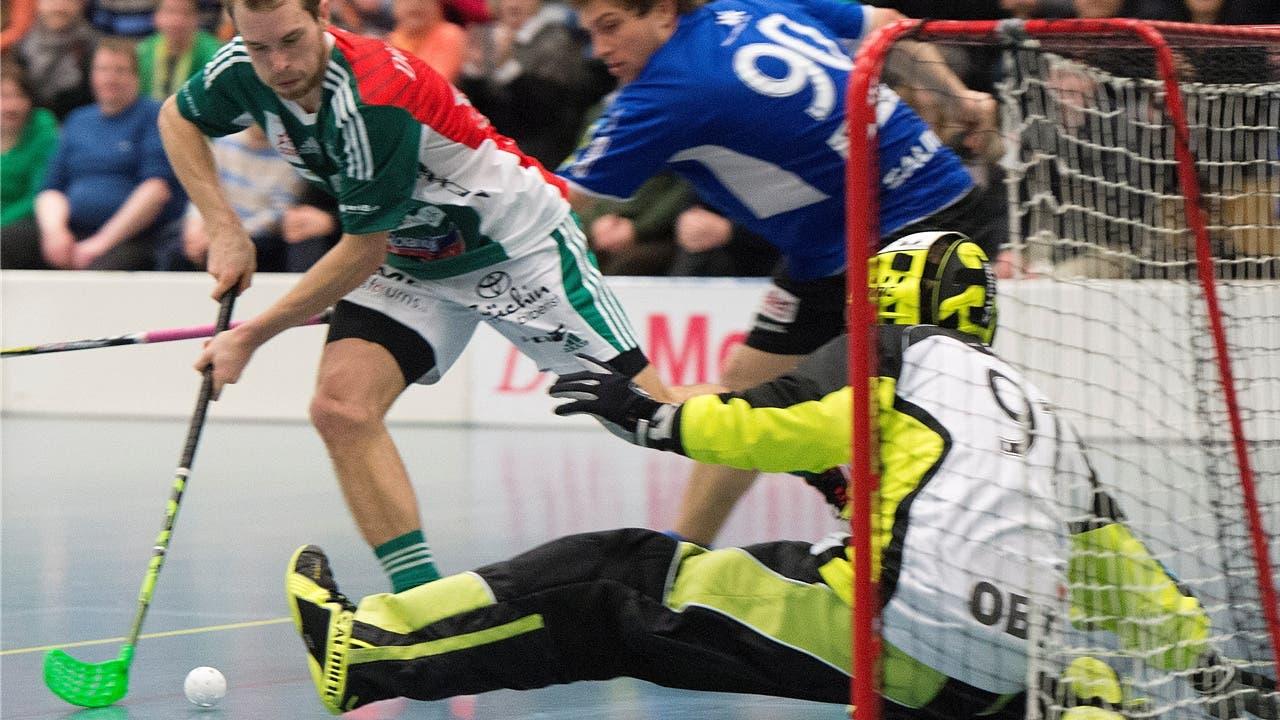 Isaac Rosen (links) hier bei einem seiner vier Tore gegen Kloten-Bülach.