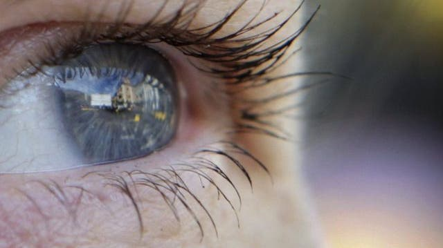 Gelähmte können ihre Pupillen sprechen lassen